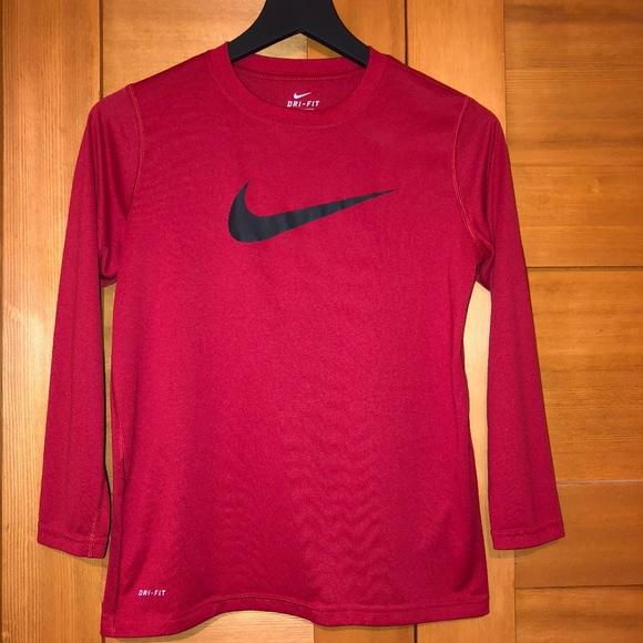86eea2b3899 EUC - Boys Nike Dri Fit long sleeve t - size M. M_5bdf0b0245c8b34955a01f79